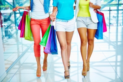 3 ladies with shopping bags looking for outfits to wear to work on a budget