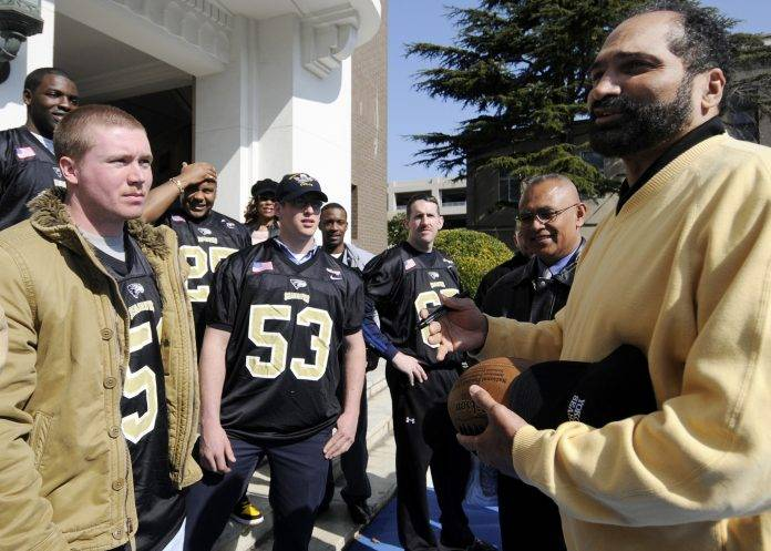 Franco Harris   Visits US Sailors in Yokosuka   Feb 12 2009