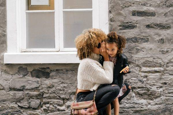 mother daughter culry hair london-scout-41030-unsplash