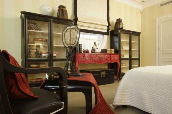 Touches of red in these Bedroom Decorating Ideas for Couples Are Super Easy