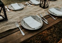 thanksgiving table photo by Hannah Busing