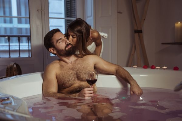 red wine woman kissing young man with glass drink spa tub 23 2148003836 600x400 - 3 Exciting DIY Red Wine Bath and Body Scrub Ideas