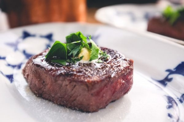 grilled-filet-mignon-with-herbs_449-19325786-min